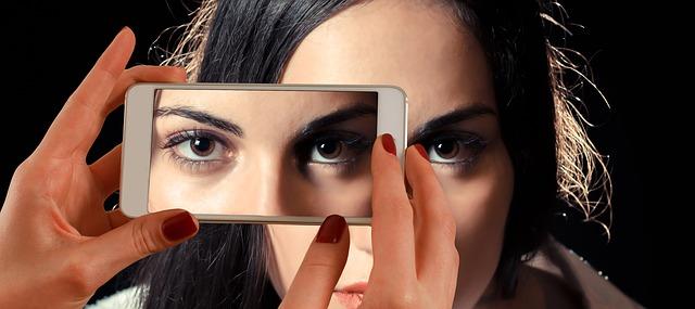 smartphone 1445448 640 - Condividereste i dati personali per un vantaggio immediato?