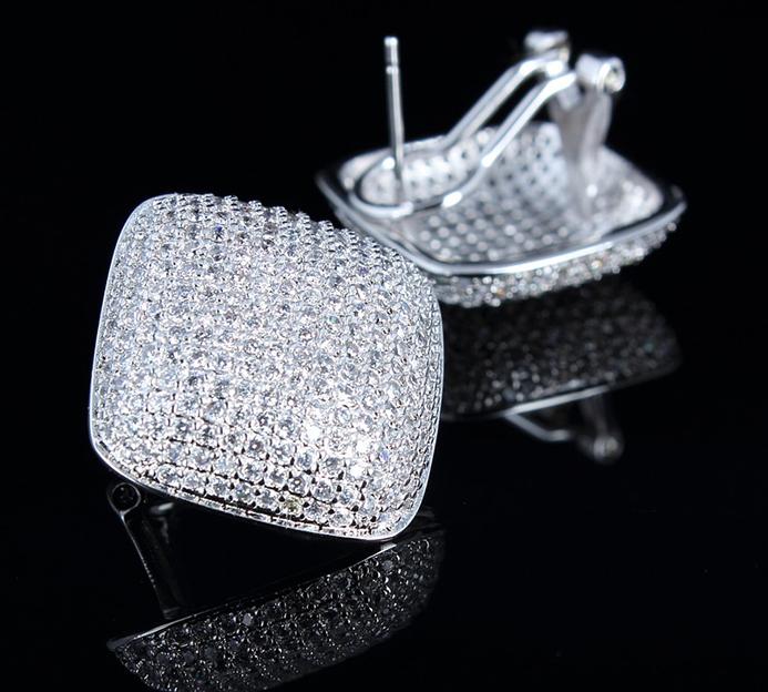 earrings 775218 960 720 - Come essere sempre alla moda con i gioielli Swarovski per un look più brillante a prezzi economici