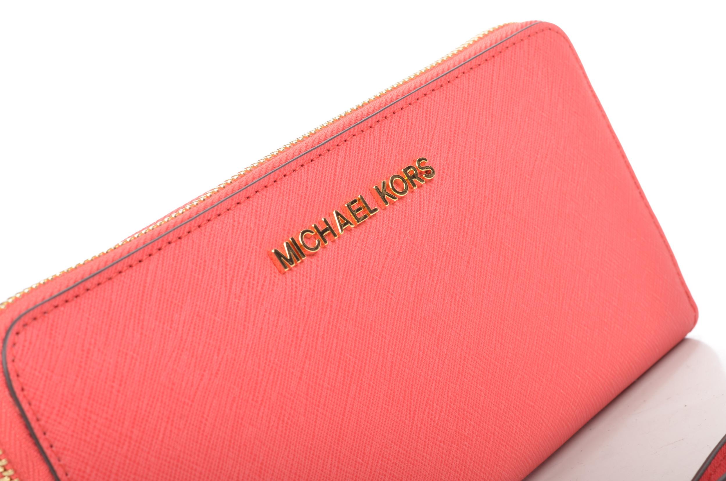 Concediti una follia con i migliori modelli dei portafogli Michael Kors