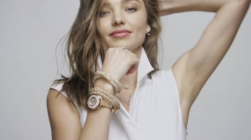 Controlla l'ora con stile indossando uno degli orologi Swarovski più belli!