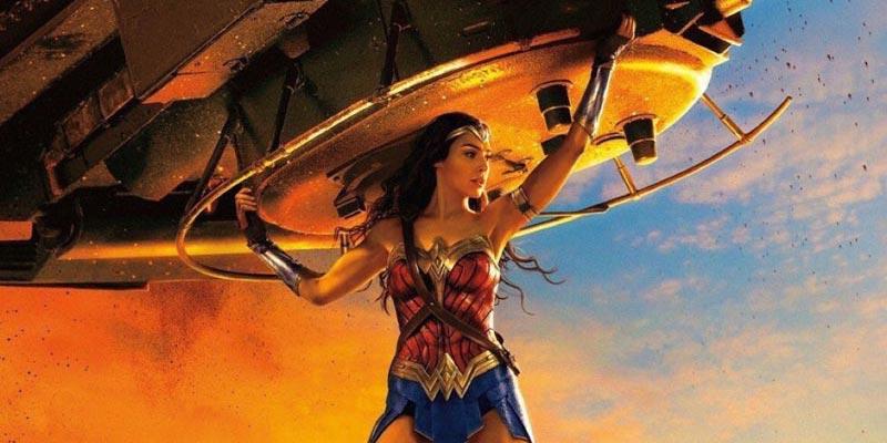 wonder woman tank copertina - Tutta la potenza di Wonder Woman nel nuovo poster