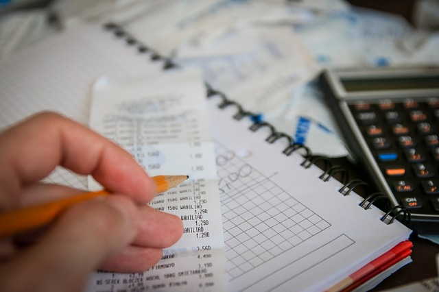 money 256312 640 - Educazione finanziaria. Comitati e iniziative