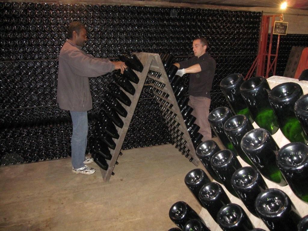 Champagne bottles are turned in the rack - Champagne e spumanti, dicembre è un momento magico per le bollicine