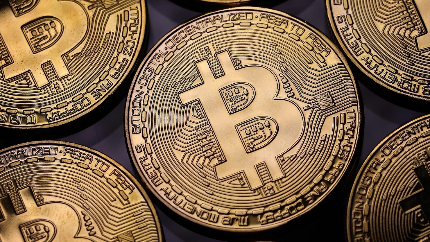 Comprare e vendere Bitcoin consigli per i millenial in cerca di sicurezza e guadagno - Bitcoin torna in rosso dopo che il presidente Trump ha firmato la controversa legge CLOUD