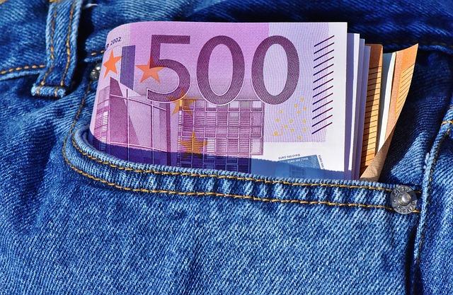money 3115981 640 - Contanti e assegni, nuove regole e sanzioni