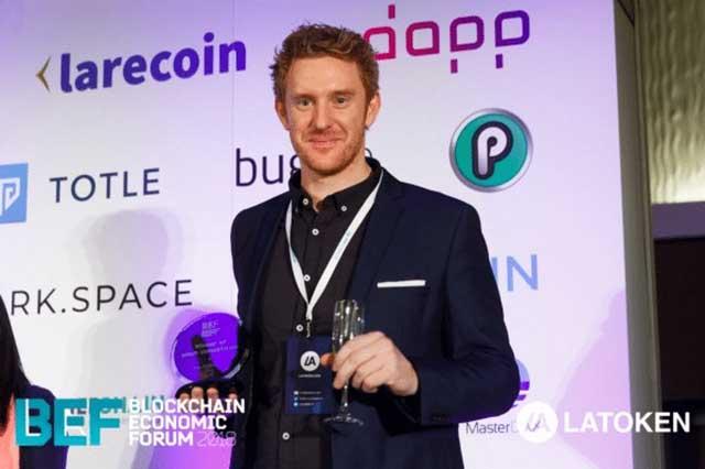 "playchip BEF award - L'ICO PlayChip vince il premio ""Draper Hero's Choice Award"""