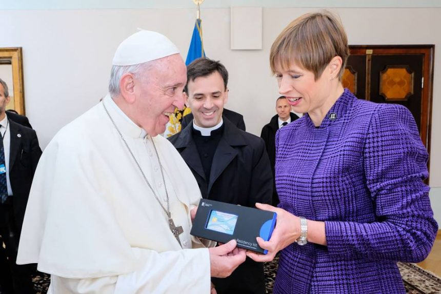 "PopeFR 860x573 - Papa Francesco nuovo ""e-resident"" in Estonia"