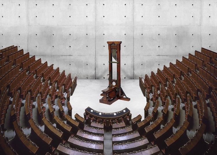 2 Macchina per tagliare il numero dei parlamentari Max Fontana1 - Max Papeschi e Massimiliano Parente a Roma con la mostra Max vs Max