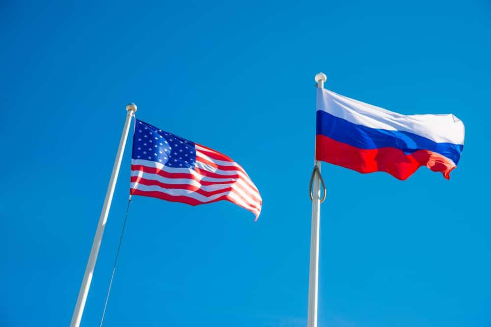 autorita statunitensi e russe che guardano entrambi i regolamenti e le adozioni crittografiche - Autorità statunitensi e russe guardano entrambi i regolamenti e le adozioni crittografiche