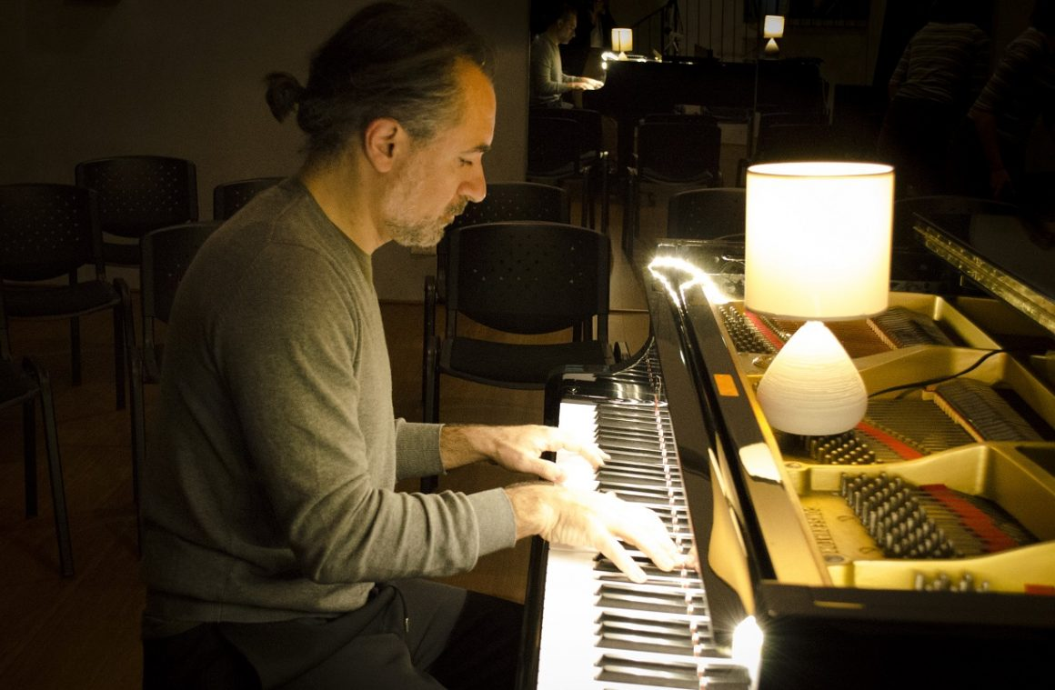 ritratti alessandro sironi gvgalimbertiphoto   2 1160x759 - Piano Mirroring. La melodia delle persone secondo Alessandro Sironi