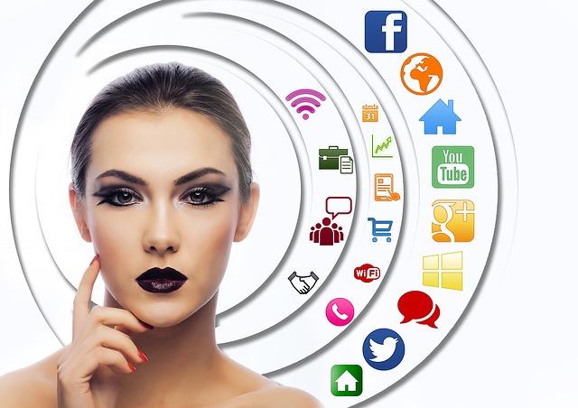 woman 882568 640 - Elettronica di consumo. Categoria più amata dagli italiani
