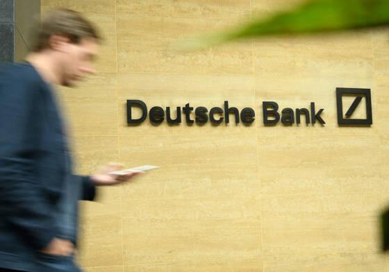 deutsche bank pilota la tecnologia blockchain per fornire una soluzione globale per la trasparenza della proprieta benefica blockchain news 560x392 - Deutsche Bank adotta la tecnologia Blockchain per fornire una soluzione globale di trasparenza bancaria