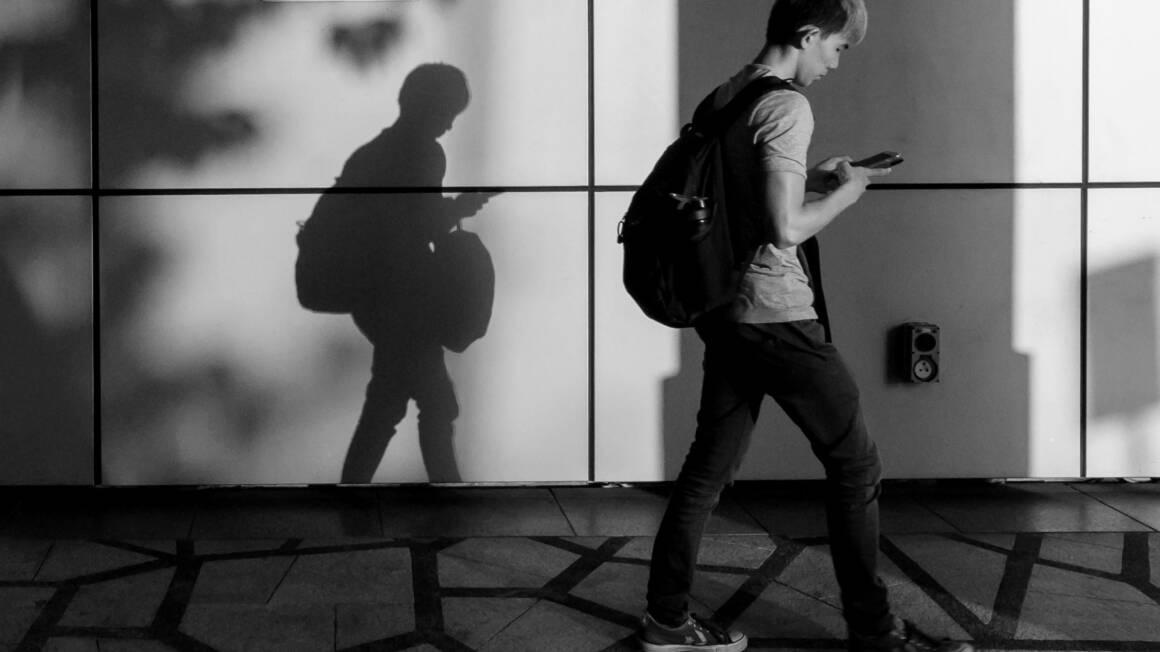 lattacco simjacker puo tenere traccia dei telefoni semplicemente inviando un testo 1160x652 - Il Virus che arriva via sms e che trasforma il tuo telefono in una microspia ambientale