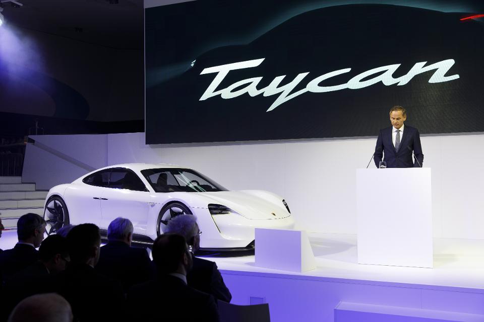 le vendite di veicoli pesanti e il deprezzamento della valuta cinese colpiscono i minatori di batterie metalliche - Taycan Porsche oramai il lusso è elettrico, ma le vendite calano perchè ci sono grossi problemi con le batterie