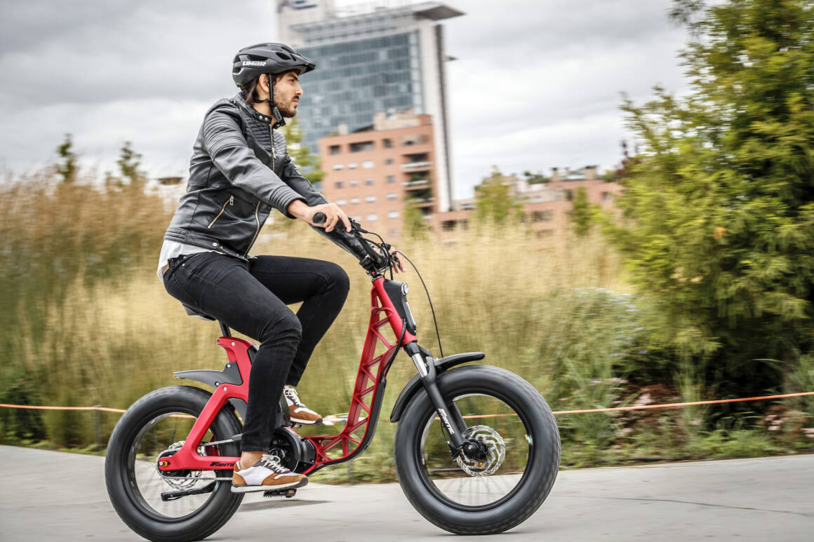 FANTIC MOTOR PRESENTA ISSIMO LA E BIKE COMMUTER TOTALLY GREEN 1160x773 - FANTIC MOTOR PRESENTA ISSIMO LA E-BIKE COMMUTER TOTALLY GREEN