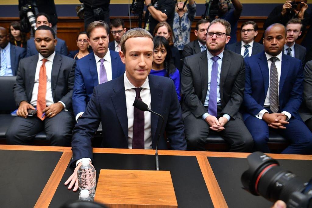 mark zuckerberg ha dichiarato che facebook abbandonerebbe il suo controverso progetto di pagamenti se i regolatori statunitensi non lo approvassero fb - Mark Zuckerberg e Facebook hanno dichiarato che abbandoneranno Libra se i regolatori non approvano