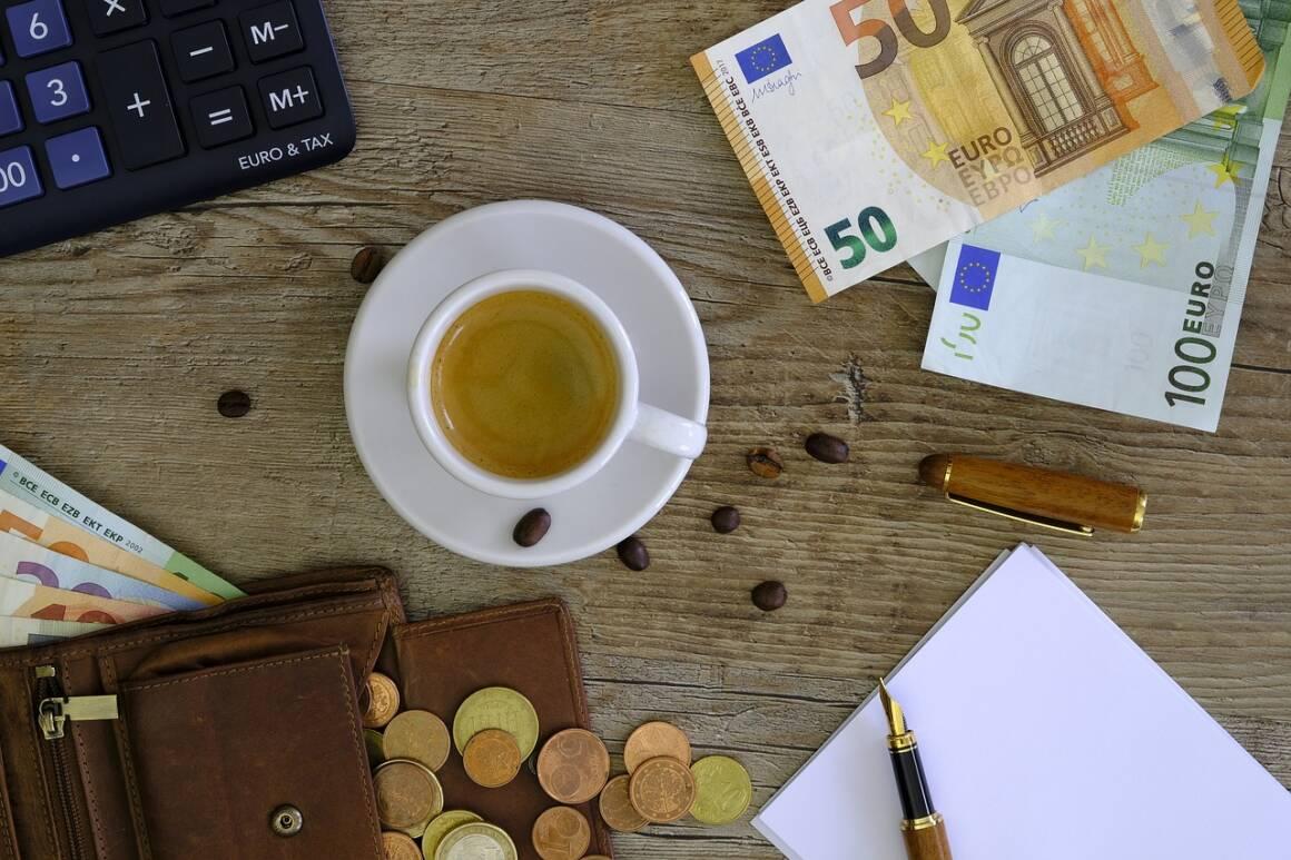"""money 2991391 1280 1160x773 - Fondazione PLEF presenta: """"La banca di territorio tra passato, presente e futuro""""."""