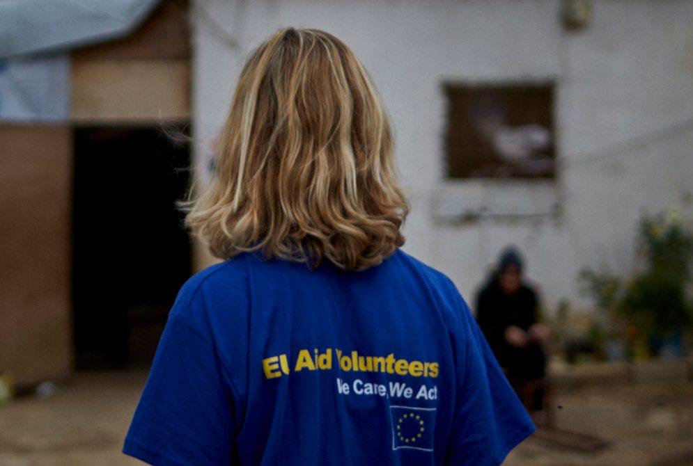 volontari - Call di WeWorld: oltre 50 posizioni in tutto il mondo per volontari