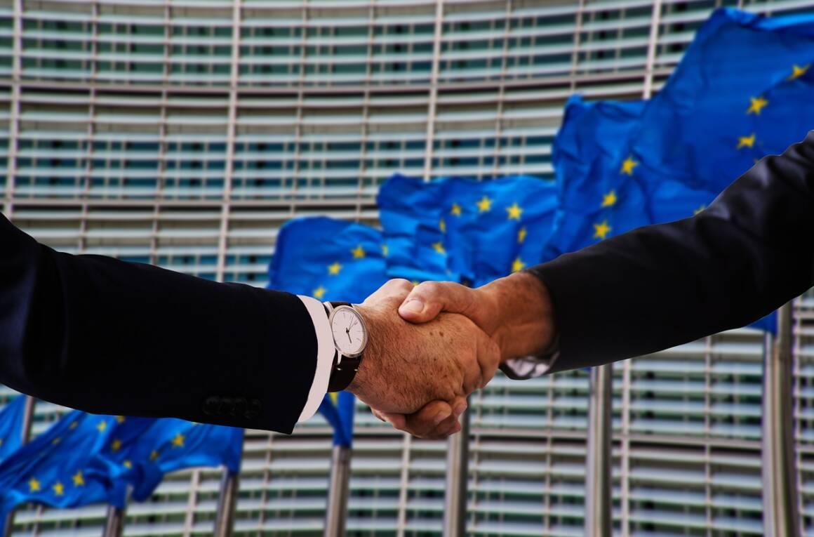 handshake 4698429 1280 1160x765 - I cittadini UE esclusi a favore dell'industria finanziaria nella definizione delle politiche finanziarie europee