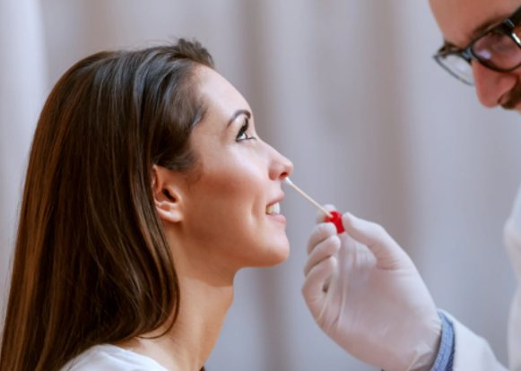tampone2 - Finalmente in Italia il test rapido naso-faringeo per tutti