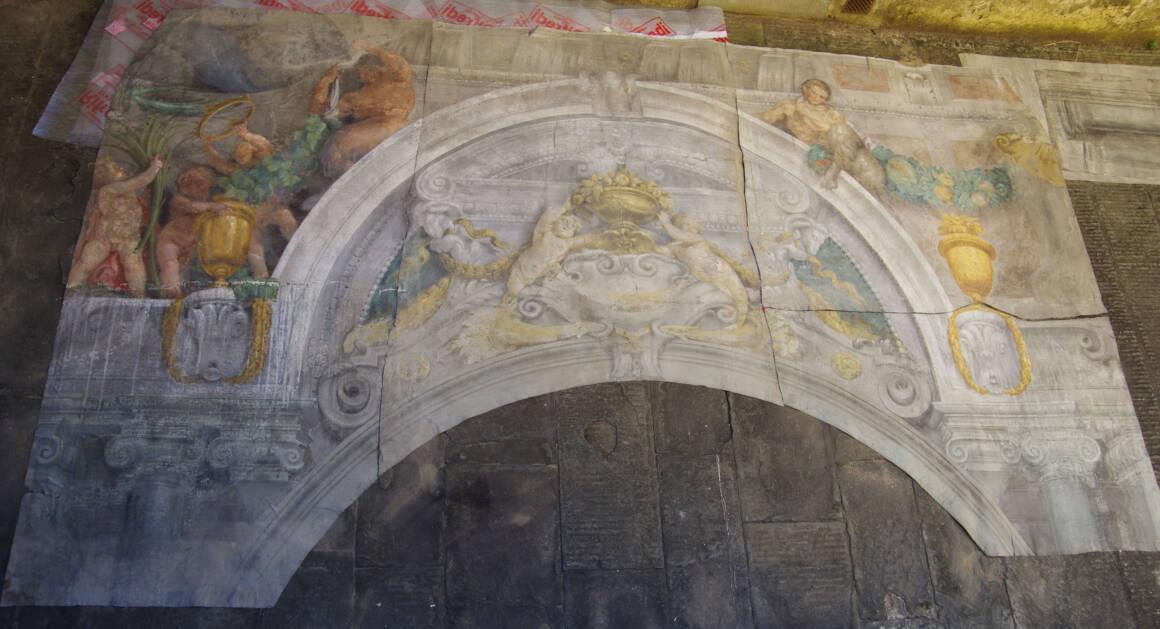 Affreschi parete verso linterno del palazzo 1160x629 - Un tesoro ritrovato: gli affreschi di Angelo Michele Colonna