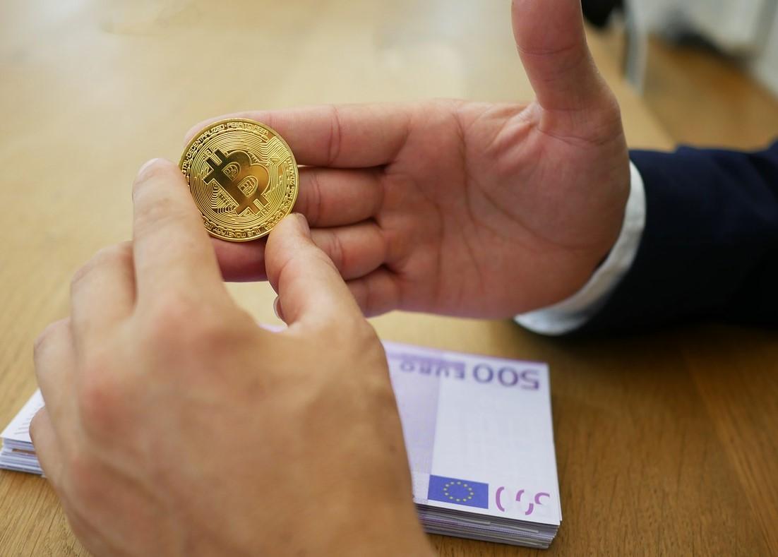 euro 4516001 1280 - La Commissione UE armonizza le regole finanziarie in campo digitale.