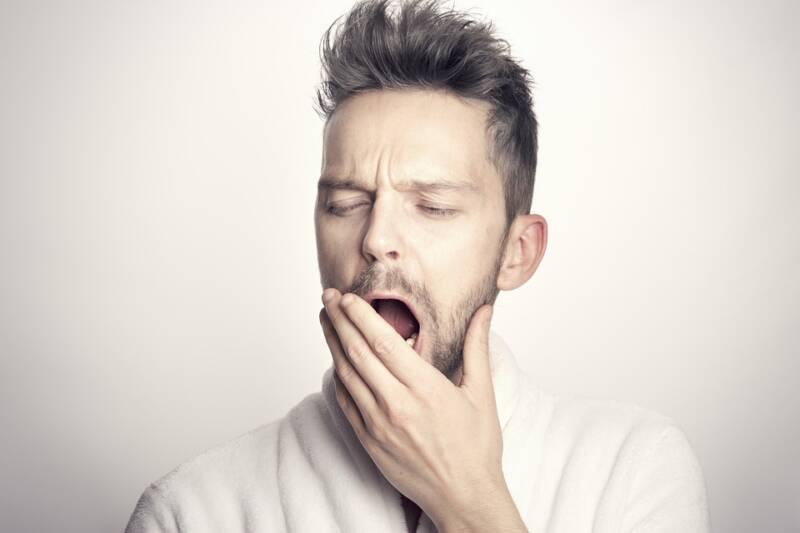 man 5522892 960 720 800x533 - Sonno insoddisfacente. Crescono i disturbi del sonno in Italia. C'entra anche il Covid?