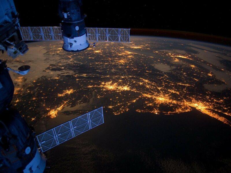Starlink, aperti i preordini anche in Italia per l'internet satellitare di Elon Musk